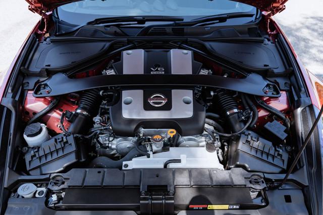 エンジンは3.7リットルのV型6気筒の自然吸気。最高出力は336PS。鋭い加速が自慢