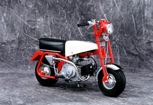 Z100(1961年) 初代モンキーは1961年、東京・日野市にオープンした遊園地「多摩テック」の遊具として登場。多くの人に愛された