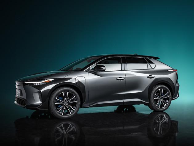新型EV「bZ4X」はスバルとの共同開発車。トヨタが誇る電動化技術と、スバルの優れたAWD技術を融合させたSUVタイプのEVに仕上がっている