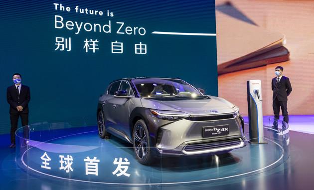 bZ4Xを前に、トヨタは2025年までにEV15車種を導入するときっぱり言い切った。また、軽クラスのEV開発も発表した