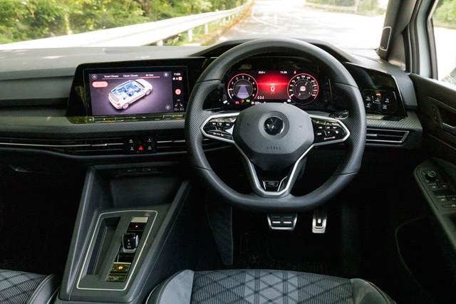 全車標準の「デジタル・コックピット・プロ」は、ナビゲーションマップなどを表示する液晶のフルデジタルメーターだ