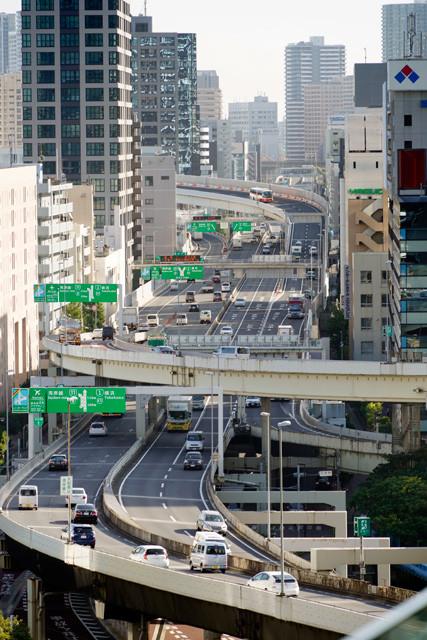 首都高速道路は国交省の認可を得て、来年4月1日以降に新料金を適用するという。上限料金は1320円から1950円に。何度料金を値上げすれば無料化される?