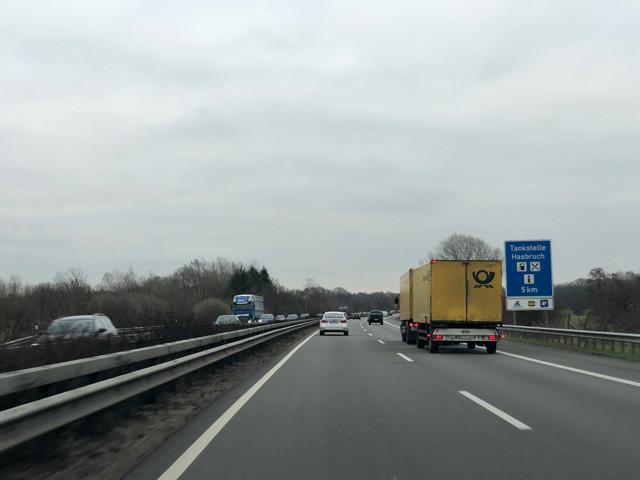 「速度無制限」としても有名なドイツのアウトバーン。全区間無料だが、実は1995年から12t以上、2015年から7.5t以上の大型トラックは有料に