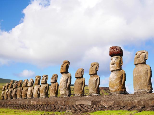 イースター島のモアイ像たち