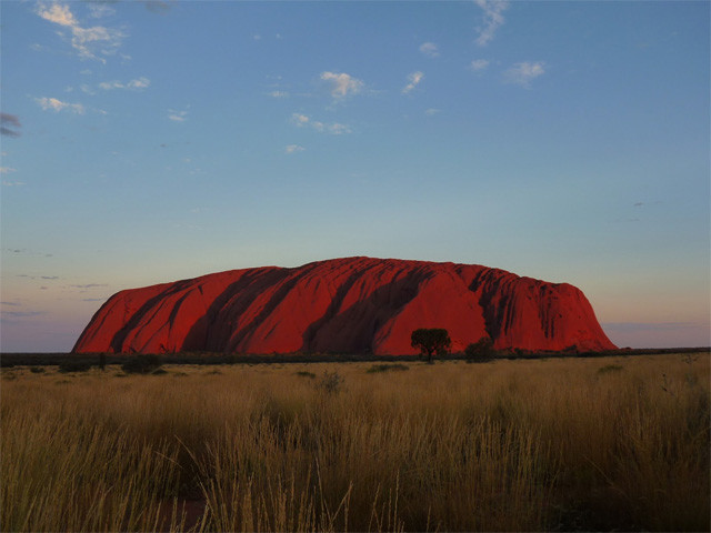 世界最大級の一枚岩「エアーズロック」