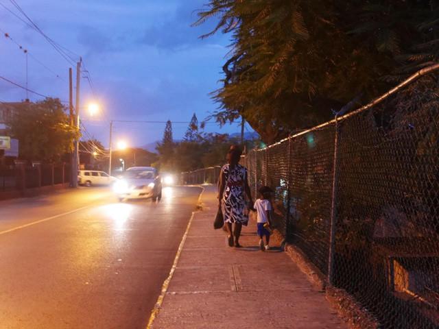 夜に歩くのはやめましょう(近年、急激に治安が悪化し、国際空港周辺でも銃撃事件が散発的に発生)