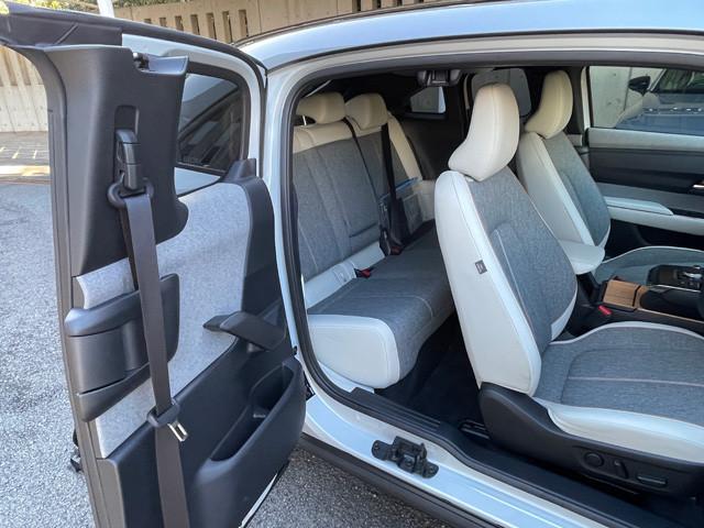 観音開きドアを採用! 基本的にはMX-30とほぼ同じ内外装になっている。そのため、EVモデルもドアはハイセンスな観音開きとなる。開放感は抜群