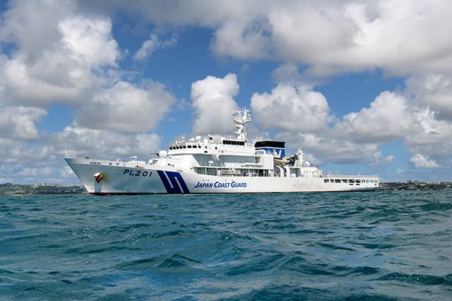 沖縄・中城港を出港する巡視船「みやこ」