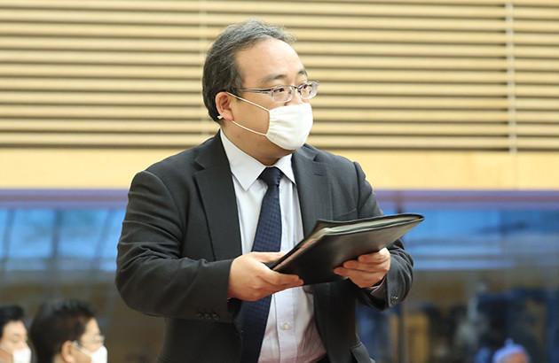 安倍首相のスピーチライターとされる佐伯首相秘書官。「アベノマスク」のアイデアを首相に進言したのは彼だといわれている