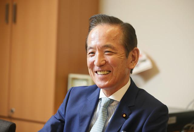 「今の政治に『諦め』を感じている人たちに『政治は変えられる』ことを理解してもらいたい」と語る中村喜四郎氏