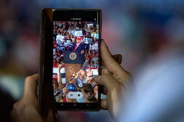 トランプはコロナ感染からの復帰後、激戦州でひたすら集会を積み重ねることでバイデンを猛追した。この傾向は前回の大統領選と同じだ