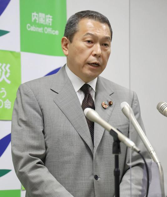 自身の父の秘書を務めていた菅首相との関係は深く、側近中の側近と目されていた小此木氏の出馬表明は自民党内でも衝撃