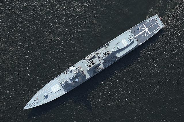 はぐろを真上から捉えた写真。甲板の後部に艦番号『80』は見えないので、衛星写真から艦名は判別できない