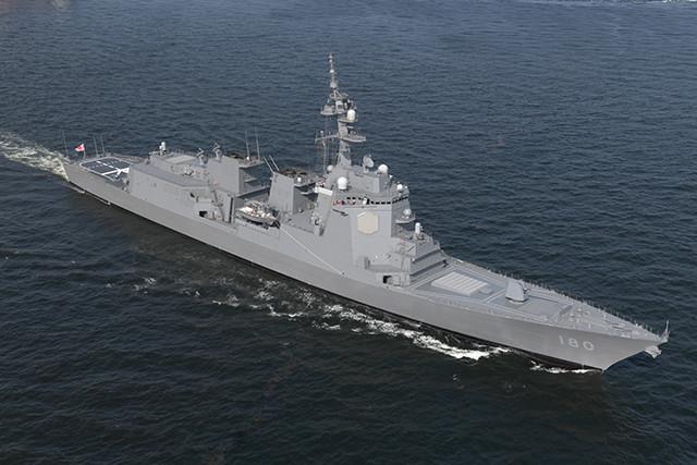 はぐろの艦首には『180』の文字がグレイで描かれている。敵潜水艦にとっては識別しにくい