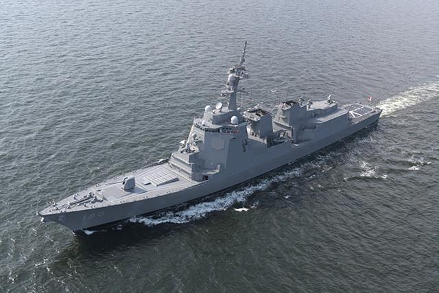 東京湾を進む、海自の最新鋭イージス艦はぐろ。まや型2番艦だ