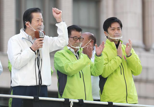 維新も公明も選挙のことしか考えてない感(写真は昨年の住民投票前の演説。左から公明・山口代表、松井大阪市長、吉村府知事)