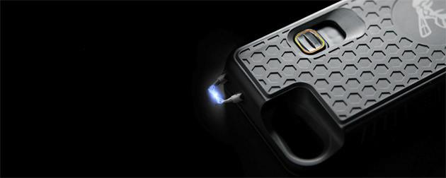 95万ボルトの護身用スタンガン機能付きiPhoneケース。輸入販売元の株式会社PODによれば、川崎の事件後、販売数は通常の5倍に伸びたという。写真提供/株式会社POD