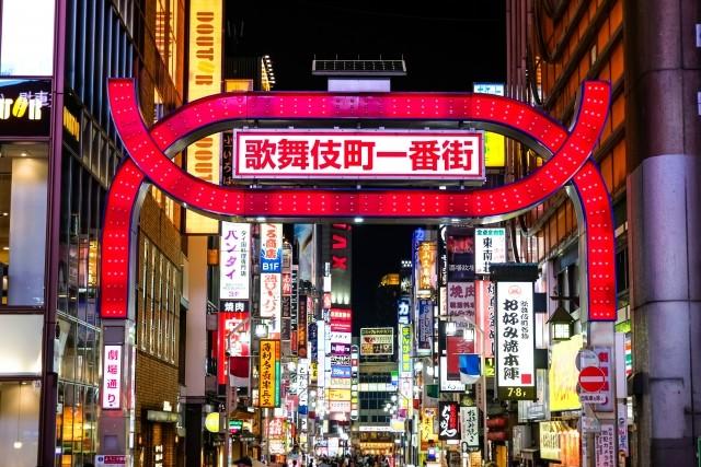 国内最大の歓楽街・歌舞伎町。約240店が軒を連ねるホストクラブから複数のクラスターが発生するなど、感染拡大の震源地に