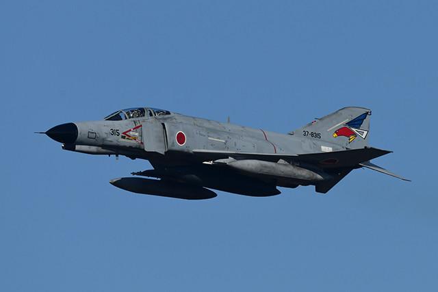 尾翼に赤・青・白のトリコロールカラーのオジロワシマークをまとった302飛行隊のF4ファントム