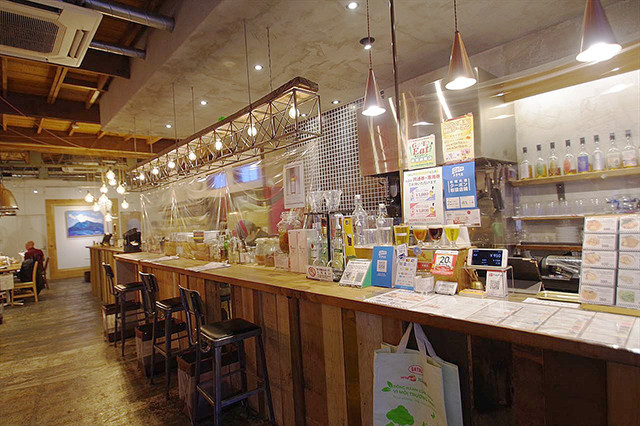 まほろバルの店内。昨今のクラフトビール・ブームの中でも、秩父麦酒はひときわ高く評価される名ブランドだ