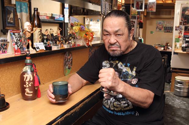 俺の趣味! 第15回 ザ・グレート・カブキ 酒と肴を語る! 「若い頃はよく飲んだ。ビール5、6本に日本酒一升、ウイスキーを1本空けてジンライム4、5杯!」