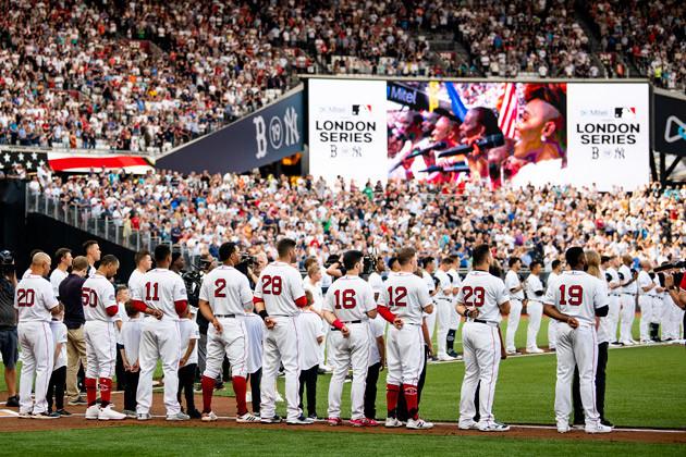 ヤンキース対レッドソックスという好カードに、野球仕様に改修されたロンドン・スタジアムはほぼ満員となった