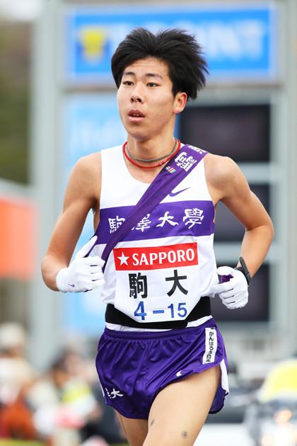 昨年度は1年生ながら、全日本7区で区間賞、箱根3区で7人抜きを見せた駒澤大の絶対エース・田澤。新戦力も充実して上位争いが期待できる
