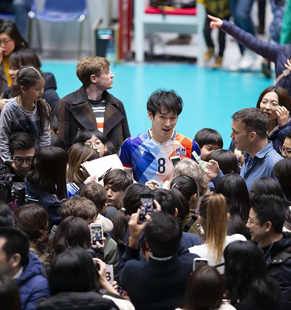 バレーは女性人気が高く、ドイツにも日本から多くのファンが観戦に訪れるが、柳田は「男性ファンも必要なんです」と語る