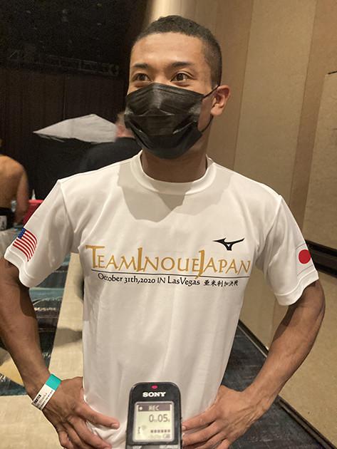 試合後の取材に応じる平岡の顔はほぼ無傷。過去には、「気弱なボクシング少年」としてテレビに出演したこともあるが、現在は身も心も強くなった