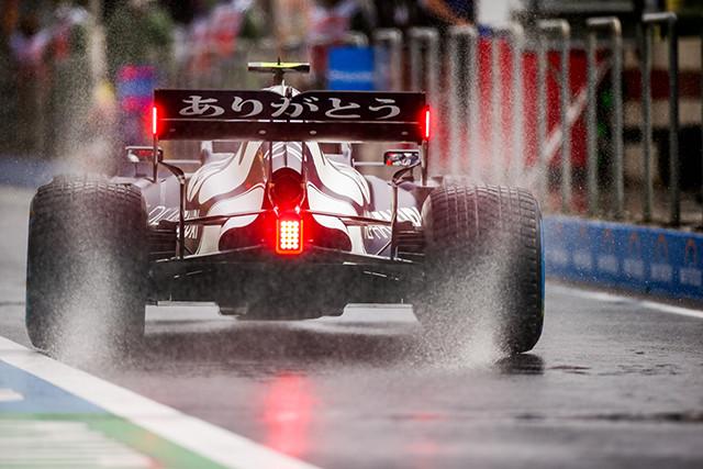 ホンダは1965年のメキシコGPでF1初優勝を挙げた。この快挙を達成したマシン、RA272をモチーフにした白を基調としたカラーリングで、レッドブル・ホンダはトルコGPに臨んだ。ボディやウイングには日本のファンへの感謝を示すために「ありがとう」の文字が日本語で書かれている。?Red Bull