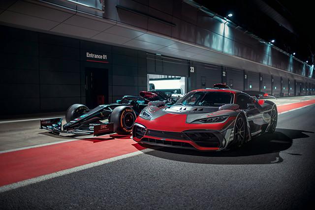 メルセデスAMGが開発中のプロジェクトワン。F1のテクノロジーを搭載し、公道での走行ができるハイパーカーで、7度の世界チャンピオンに輝くハミルトンが開発を担当する。ホンダからも将来、HRCと名付けられた、こんな市販モデルが登場するかも!? ?Mercedes-AMG  (写真4)