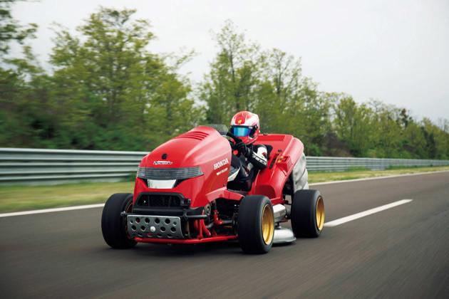 スーパーカー並みのスピードを誇る芝刈り機「ミーンモウアーV2」。芝刈り機とは思えないデザインもカッコいい